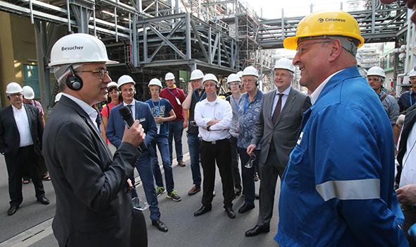 """Bild: Wirtschaftsminister besucht die """"Lange Nacht der Industrie"""""""