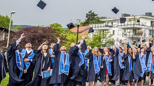 Provadis Hochschule verabschiedet Bachelor- und Master-Absolventen